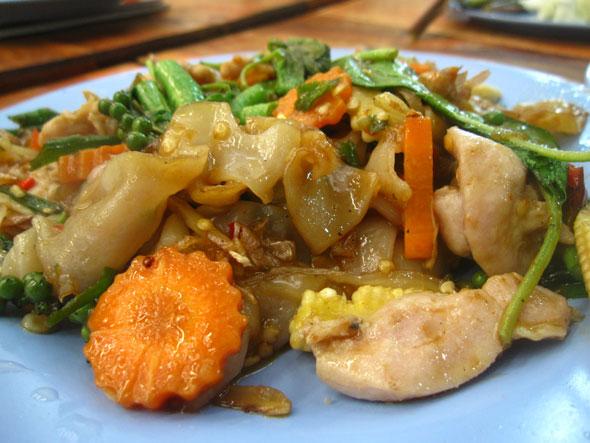 thai fried drunken noodles