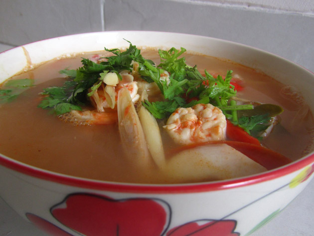 Easy Thai Tom Yum Soup Recipe (Sour Spicy Soup)
