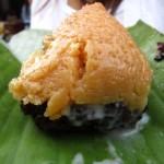 The perfect Thai breakfast sweet – khao neow dam sang kaya (ข้าวเหนียวดำสังขยา)