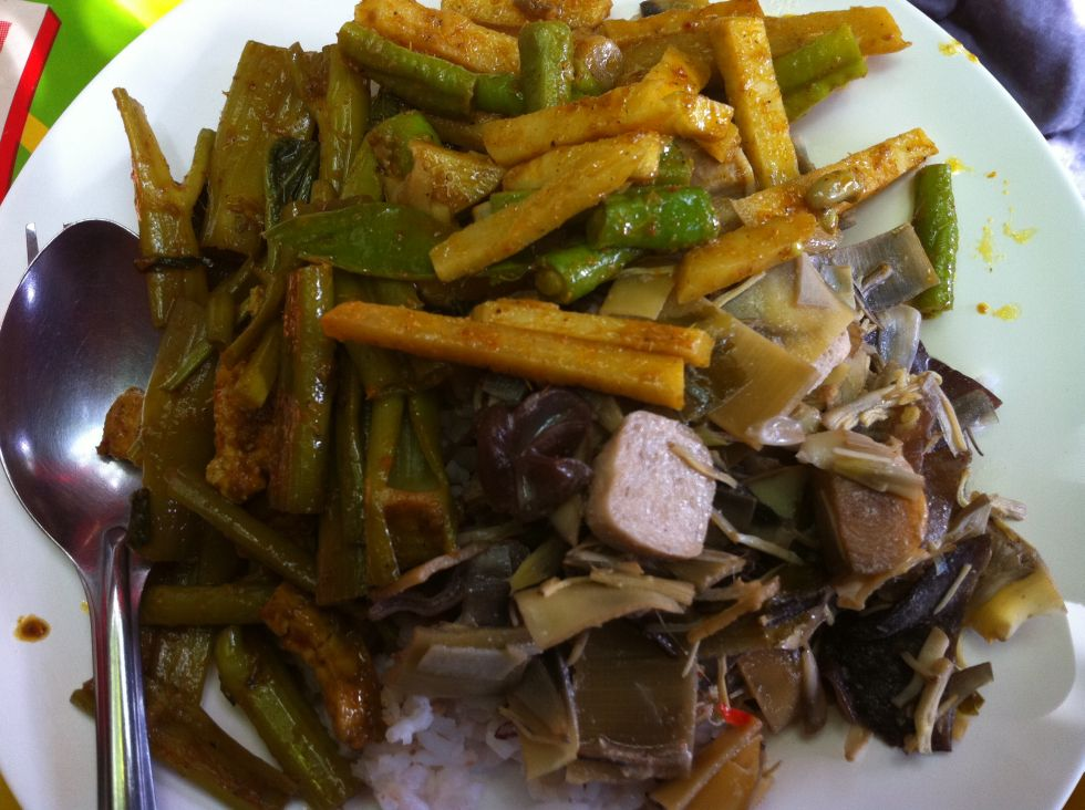 A full plate of tasty, cheap vegetarian Thai food