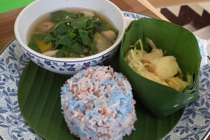 Taste like mama made it? Here's a plate from the Sathorn Housewives' Group