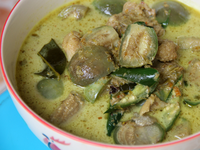 gaeng keow wan 51 Explicit Thai Food Pictures that Will Make Your Mouth Water