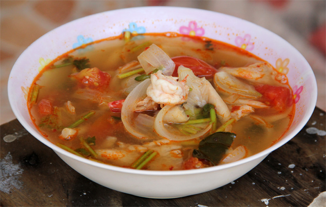 How to Make Delicious Thai Tom Yum Goong (VIDEO Recipe) Oyster Eating Salt