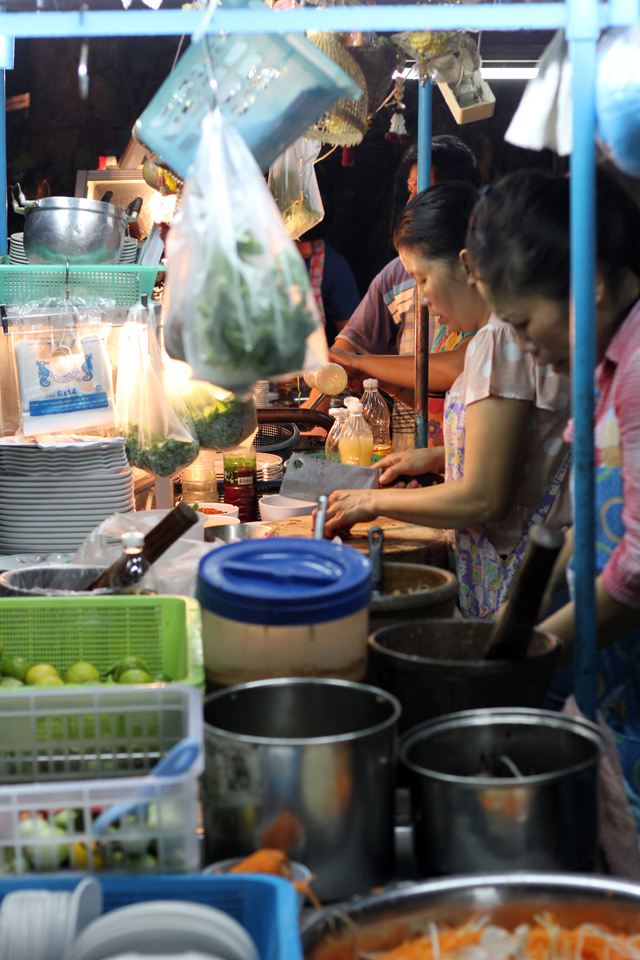 Thumbnail image for Graveyard Dining in Silom (with Delicious Isan Food)