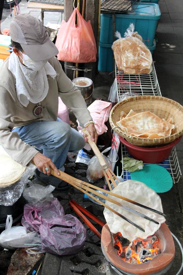 Khao Kriap Wow (ข้าวเกรียบว่าว)