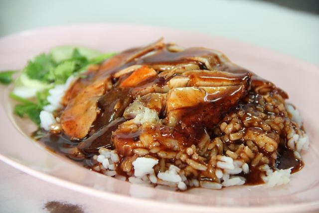 khao-moo-daeng-nakhon-pathom