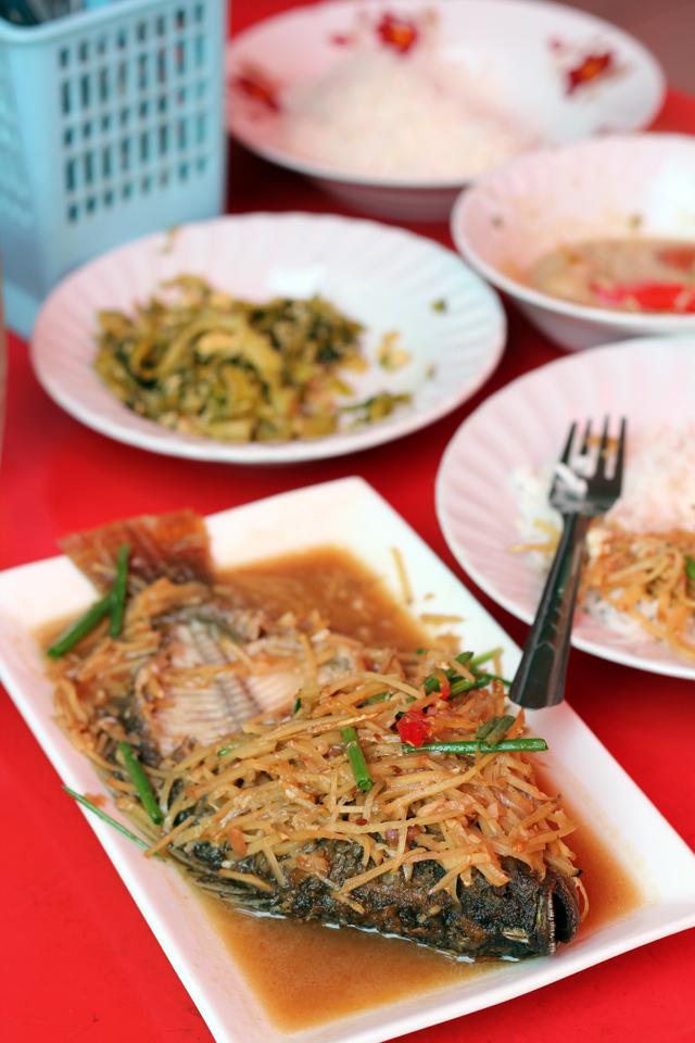 Khao Gaeng Ruttana (ข้าวแกงรัตนา) - Bangkok Restaurant