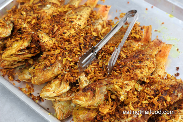 Thumbnail image for Pla Tod Kamin – Fried Fish with Turmeric and Garlic