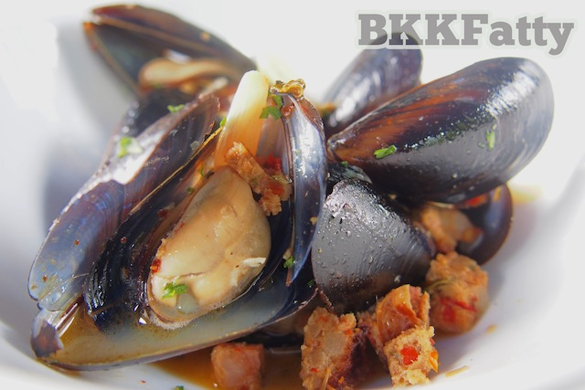 penn cove mussels with chiang mai sausage