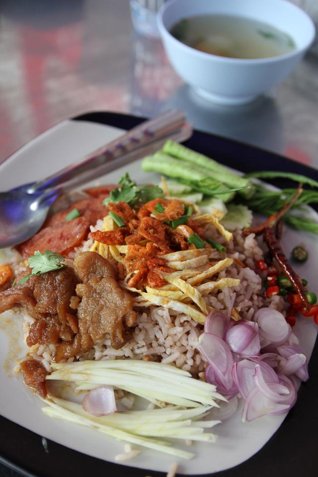 Marvelous plate of Khao kluk kapi (ข้าวคลุกกะปิ)