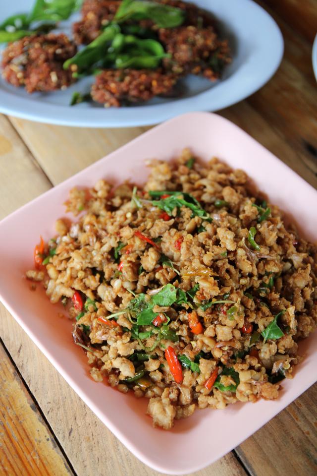 pad kra pao gai (กระเพราไก่)