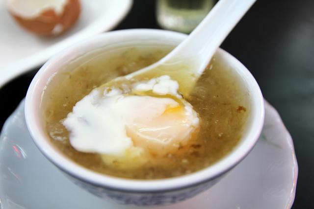 Bird's nest soup (รังนก)