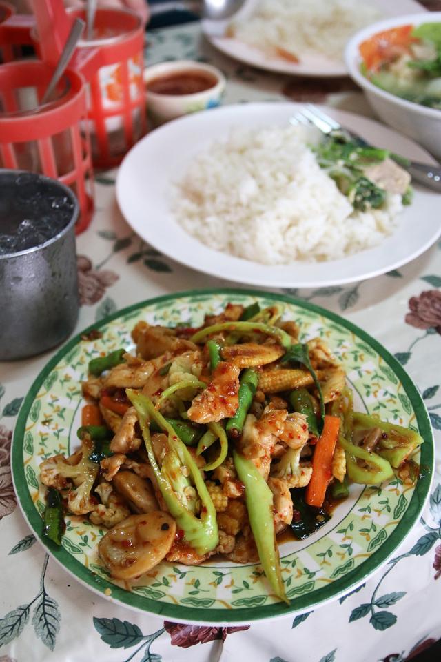 gai pad prik kaeng (ไก่ผัดพริกแกง)
