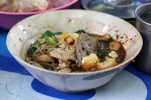 Boat noodles at Doy Kuay Teow Reua (ต้อยก๋วยเตี๋ยวเรือ)