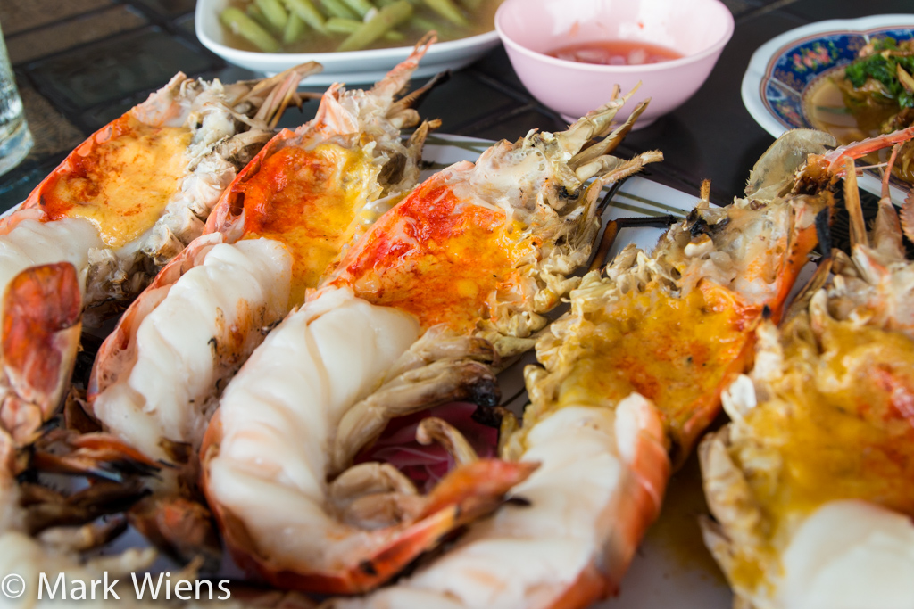 These giant river prawns in ayutthaya will make your jaw for Ayutthaya thai cuisine bar