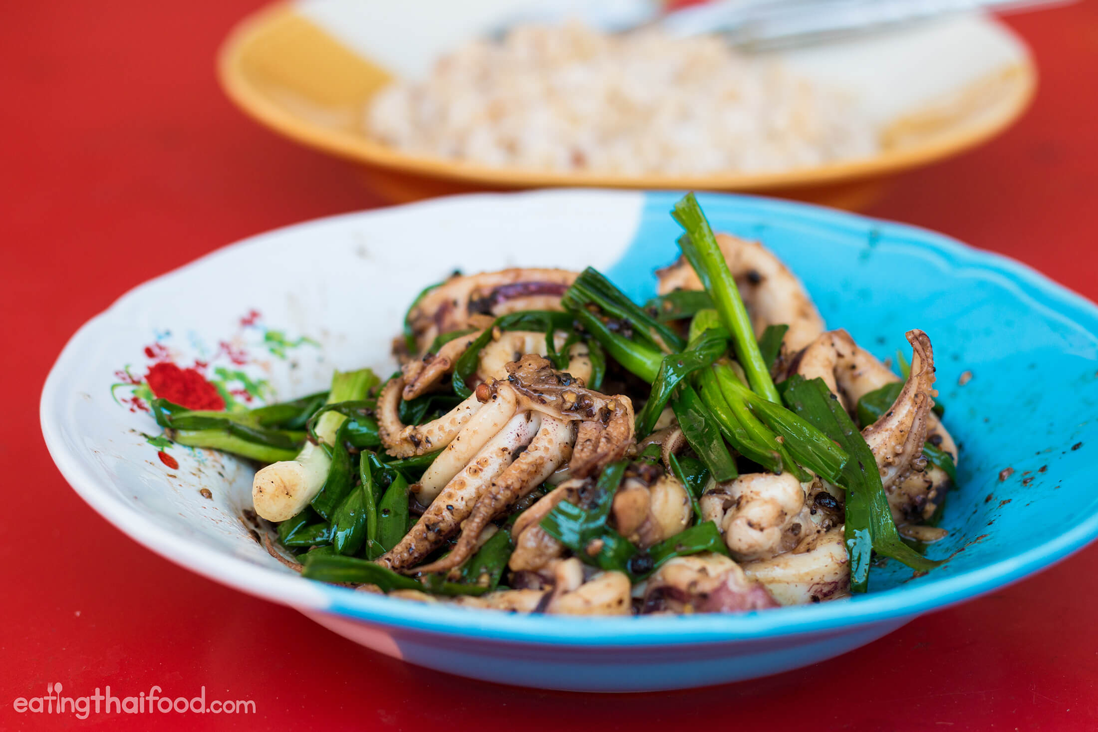 Squid with shrimp paste and black pepper recipe - Thailand cuisine recipes ...