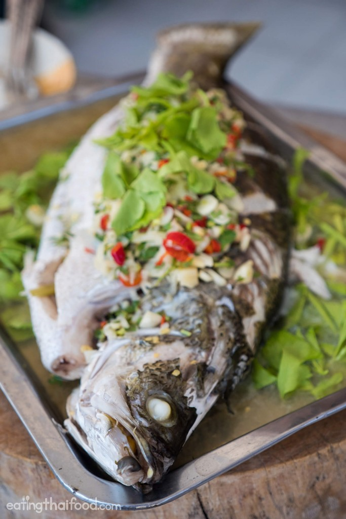 Steamed fish with lime and garlic recipe for Thai fish soup