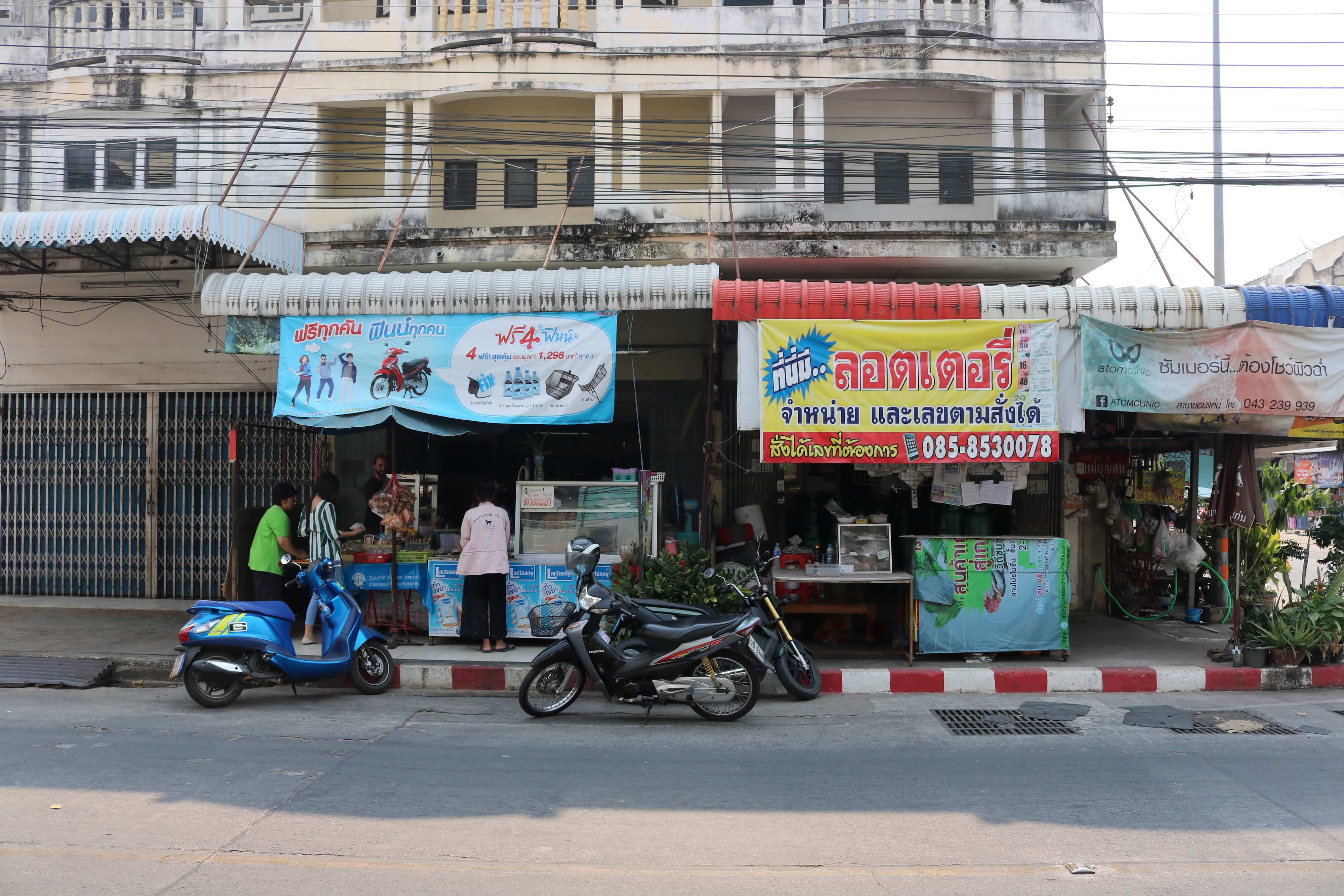 Local food and a great atmosphere, I recommend a visit for a lunch of Laos style papaya salad, a sour fish, and a plate of fried chicken with sticky rice.