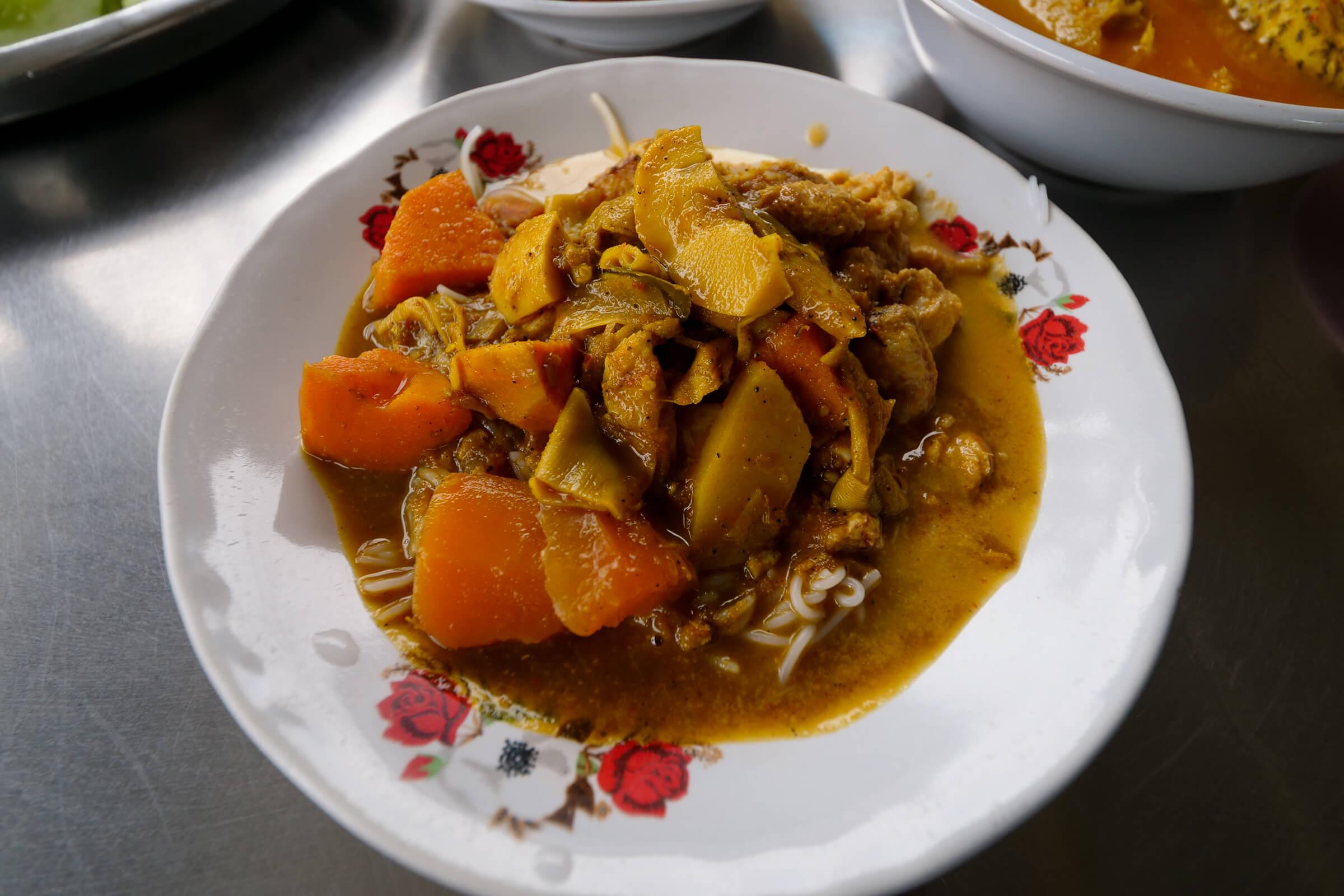 Khanom Jeen Dondakob (ร้านขนมจีนต้นตะขบ)