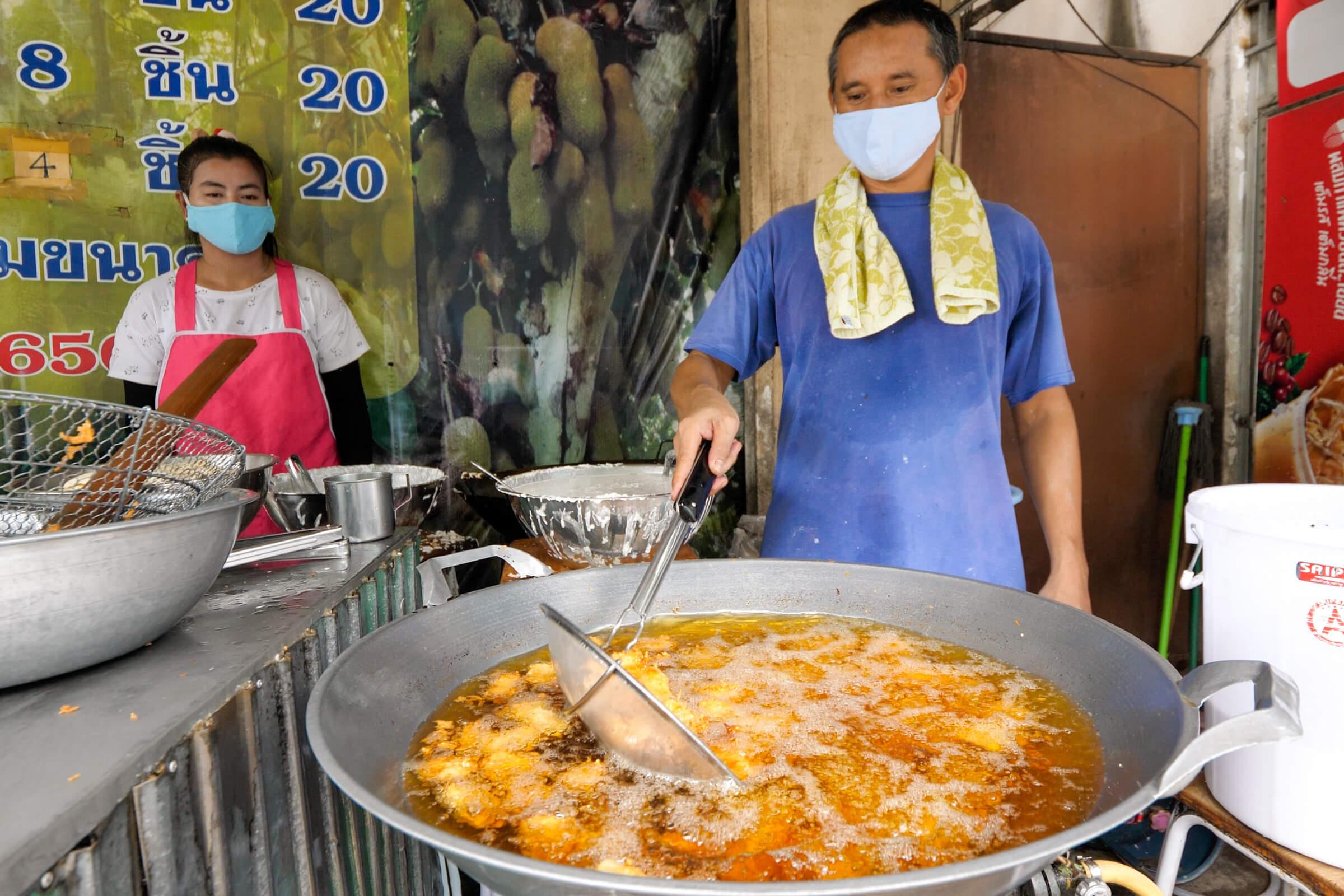 Cham Cha Market Fried Bananas (กล้วยทอดฉำฉา)